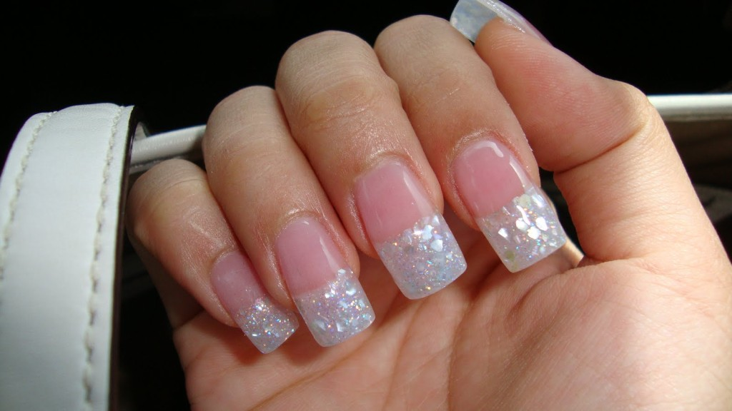 pose ongle french blanche paillete